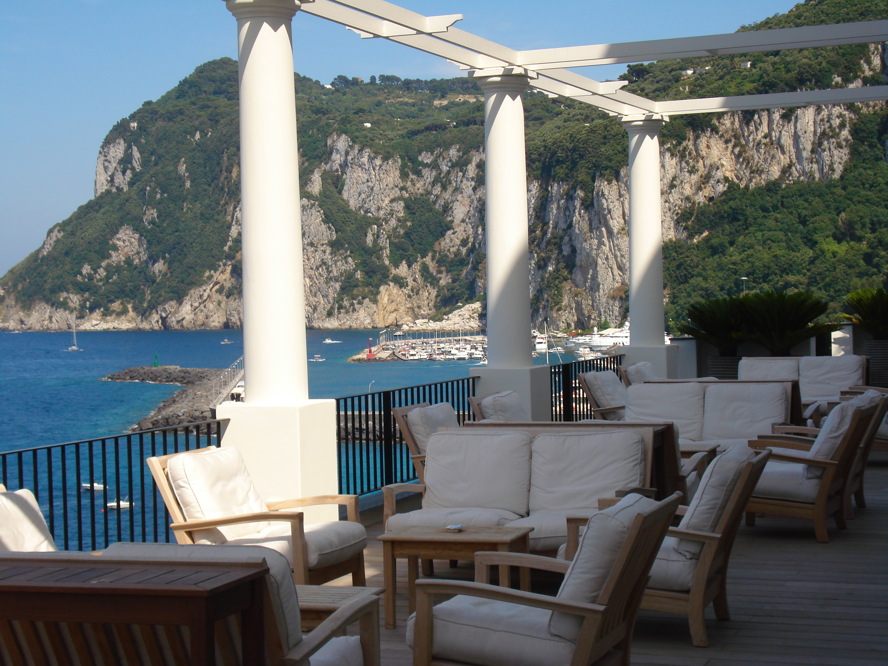 the sunshine beach house hotel jk place isle of capri and florence. Black Bedroom Furniture Sets. Home Design Ideas